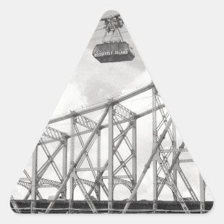 Tranvía de la isla de Roosevelt, NYC, foto análoga Pegatina Triangular