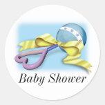 Traqueteo del bebé azul es un muchacho etiquetas