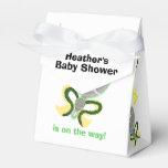 Traqueteos del bebé del verde amarillo del bebé y paquetes de regalo para bodas
