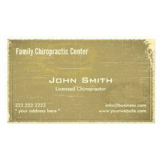 Trate la tarjeta de visita con suavidad de la quir