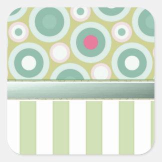 Trate las rayas con suavidad verdes con los puntos pegatina cuadrada
