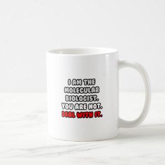Trato con él… biólogo molecular divertido taza de café