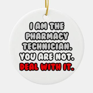 Trato con él… técnico divertido de la farmacia adorno navideño redondo de cerámica