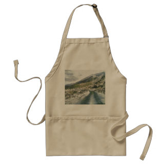 Traveling in the mountains adult apron