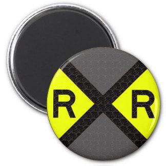 Travesía de ferrocarril gris y negra imán redondo 5 cm