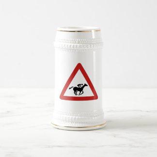 Travesía de la carrera de caballos, señal de jarra de cerveza