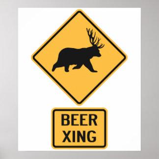 Travesía de la cerveza de los ciervos del oso poster