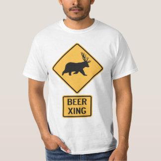 Travesía de la cerveza de los ciervos del oso playera