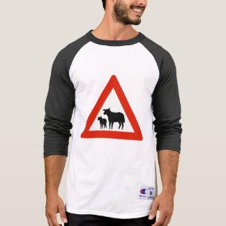 Travesía de las ovejas, señal de tráfico, Noruega Camisetas