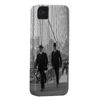 Travesía del puente de Brooklyn iPhone 4 Case-Mate Funda