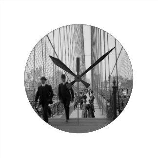 Travesía del puente de Brooklyn Reloj Redondo Mediano