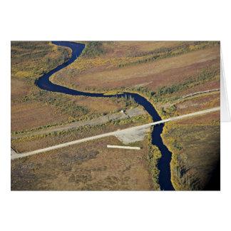 Travesía del río de Kanuti y de río de la carreter Felicitacion