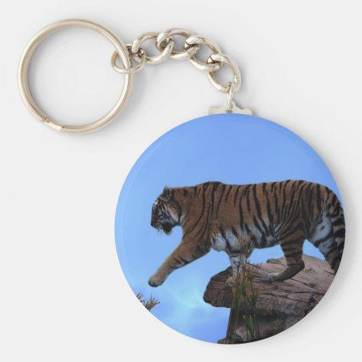 Travesía del tigre llavero redondo tipo pin
