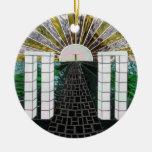 Trayectoria al ornamento del rezo de Ascention Ornamentos De Navidad