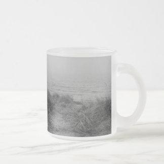 Trayectoria de la playa taza de café esmerilada