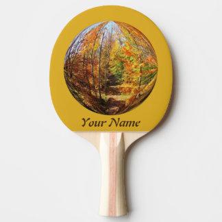 Trayectoria de oro en un diseño del globo del pala de tenis de mesa