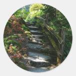Trayectoria encantada del jardín pegatina redonda
