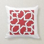 Trazado 23 de la geometría del azulejo en rojo almohada