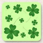 Trébol afortunado del día de St Patrick lindo Posavasos De Bebida