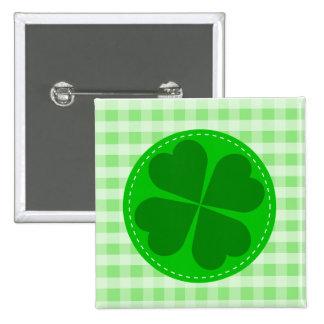 Trébol afortunado y a cuadros verde pin cuadrado