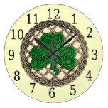 Trébol beige y reloj redondo de los nudos del Celt
