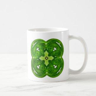 Trébol brillante de la hoja del arte cuatro del fr taza de café