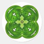 Trébol brillante de la hoja del arte cuatro del etiquetas redondas