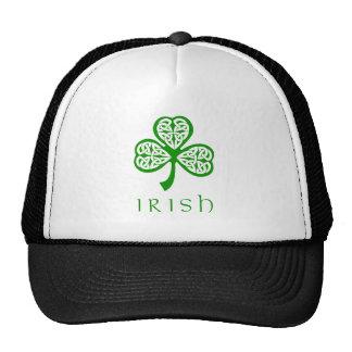 Trébol céltico del nudo sobre el texto irlandés gorras de camionero