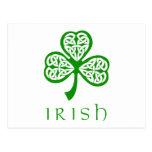 Trébol céltico del nudo sobre el texto irlandés tarjetas postales