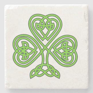 Trébol céltico del verde del nudo posavasos de piedra