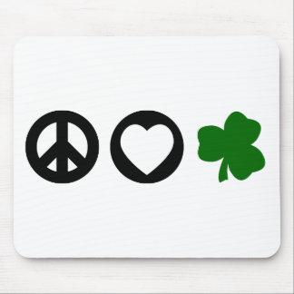 Trébol del amor de la paz alfombrillas de raton
