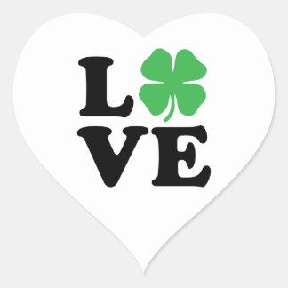 Trébol del amor pegatina en forma de corazón