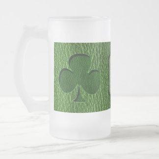 Trébol del irlandés de la Cuero-Mirada Taza De Café