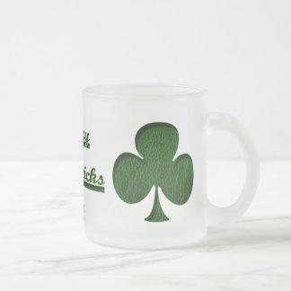 Trébol del irlandés de la Cuero-Mirada Tazas De Café