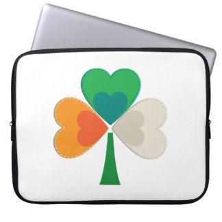trébol en colores irlandeses de la bandera mangas computadora