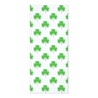 Trébol en forma de corazón verde en St Patrick Comunicados