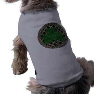 Trébol, enrejado y nudos célticos en gris playera sin mangas para perro