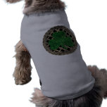 Trébol, enrejado y nudos célticos en gris ropa de perros
