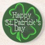 Trébol feliz del día del St. Patricks Posavasos Diseño