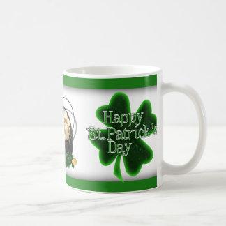 Trébol feliz del día del St. Patricks Tazas De Café