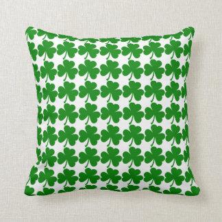Trébol irlandés adaptable cojín decorativo