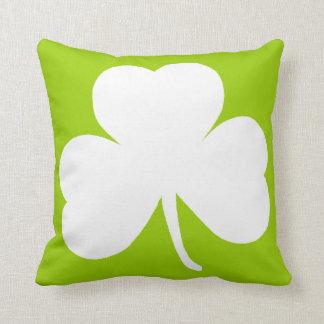 Trébol irlandés cojín decorativo