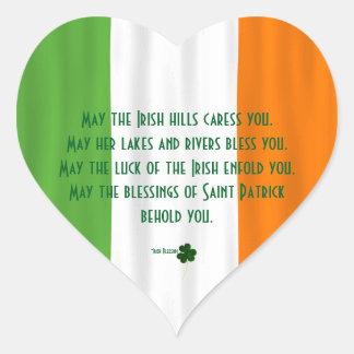 Trébol irlandés de la bandera de la bendición de pegatina en forma de corazón