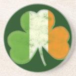 Trébol irlandés de la bandera del vintage posavaso para bebida