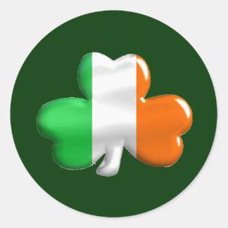 Trébol irlandés de la bandera pegatinas redondas