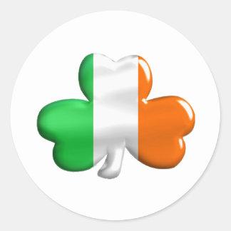Trébol irlandés de la bandera pegatina redonda