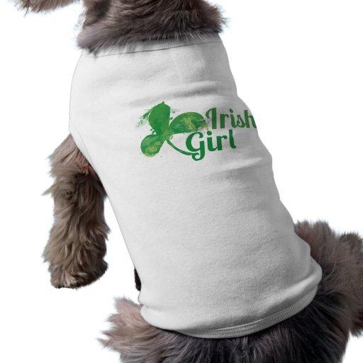 Trébol irlandés del chica camisas de perritos
