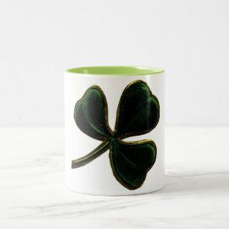 Trébol irlandés del trébol del orgullo del vintage taza de dos tonos