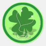 trébol irlandés etiquetas redondas