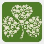 Trébol irlandés fresco de los cráneos pegatinas cuadradases